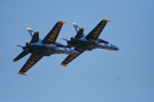 Blue_angels_2_plane_flyover